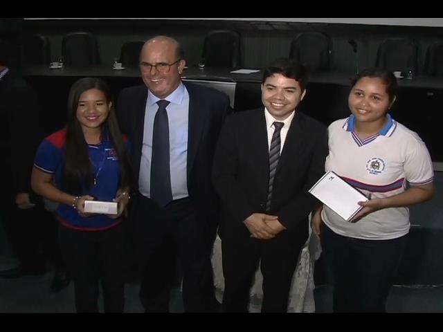 Estudantes são premiados em concurso de redações da Esmal